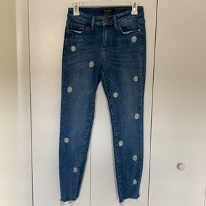 Cute Daisy Embroidered Crop Jeans Raw Hem